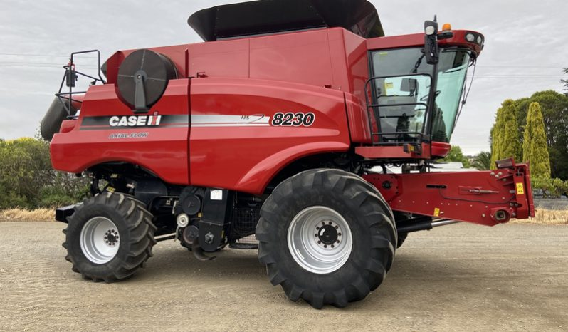 8230 AXIAL FLOW COMBINE HARVESTER full